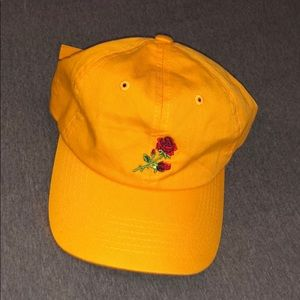 5/$25✨ NWOT Urban Outfitters Yellow Rose Dad Hat